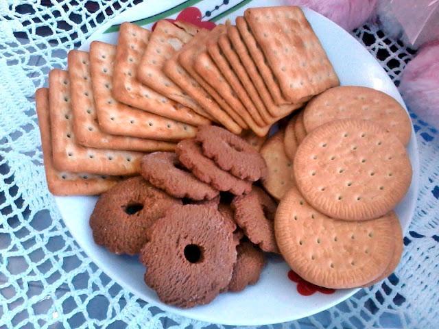 Achegue-se! Mesa posta de pascóa, coelhinhos - mesa de café, biscoitos