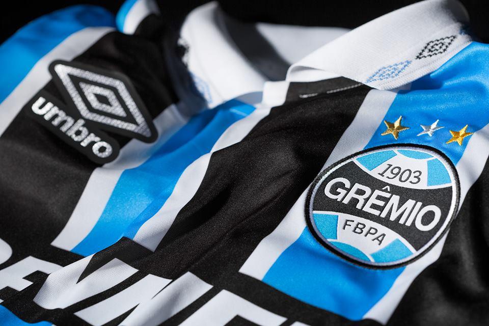 1bc65adbe46d2 Umbro lança camisa retrô do Grêmio - Show de Camisas