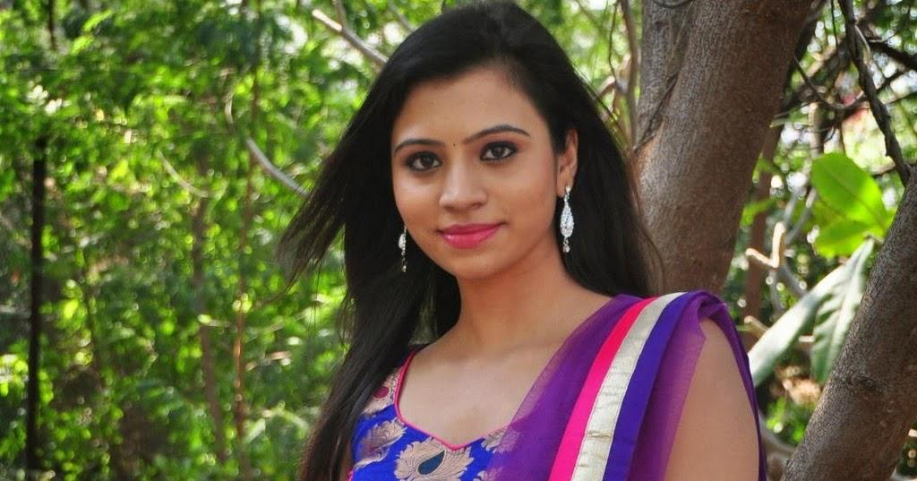 ACTRESSMAIL: Actress Priyanka Expose Deep Navel Photo Gallery