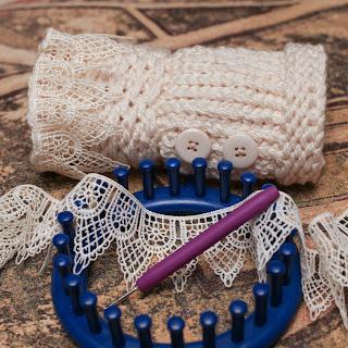 Victorian Wristers Fingerless gloves loom knit pattern