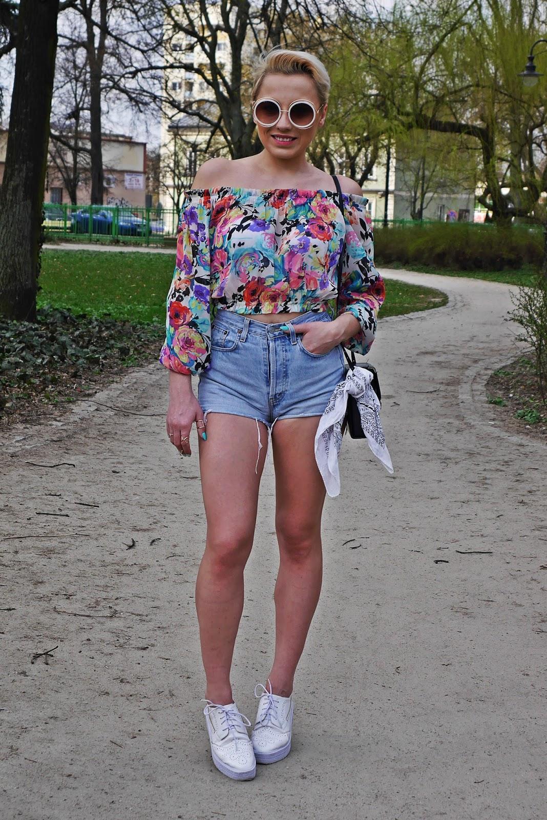 szorty_z-wysokim_stanem_koszulka_bez_ramion_platformy_biale_karyn_blog_110417hg
