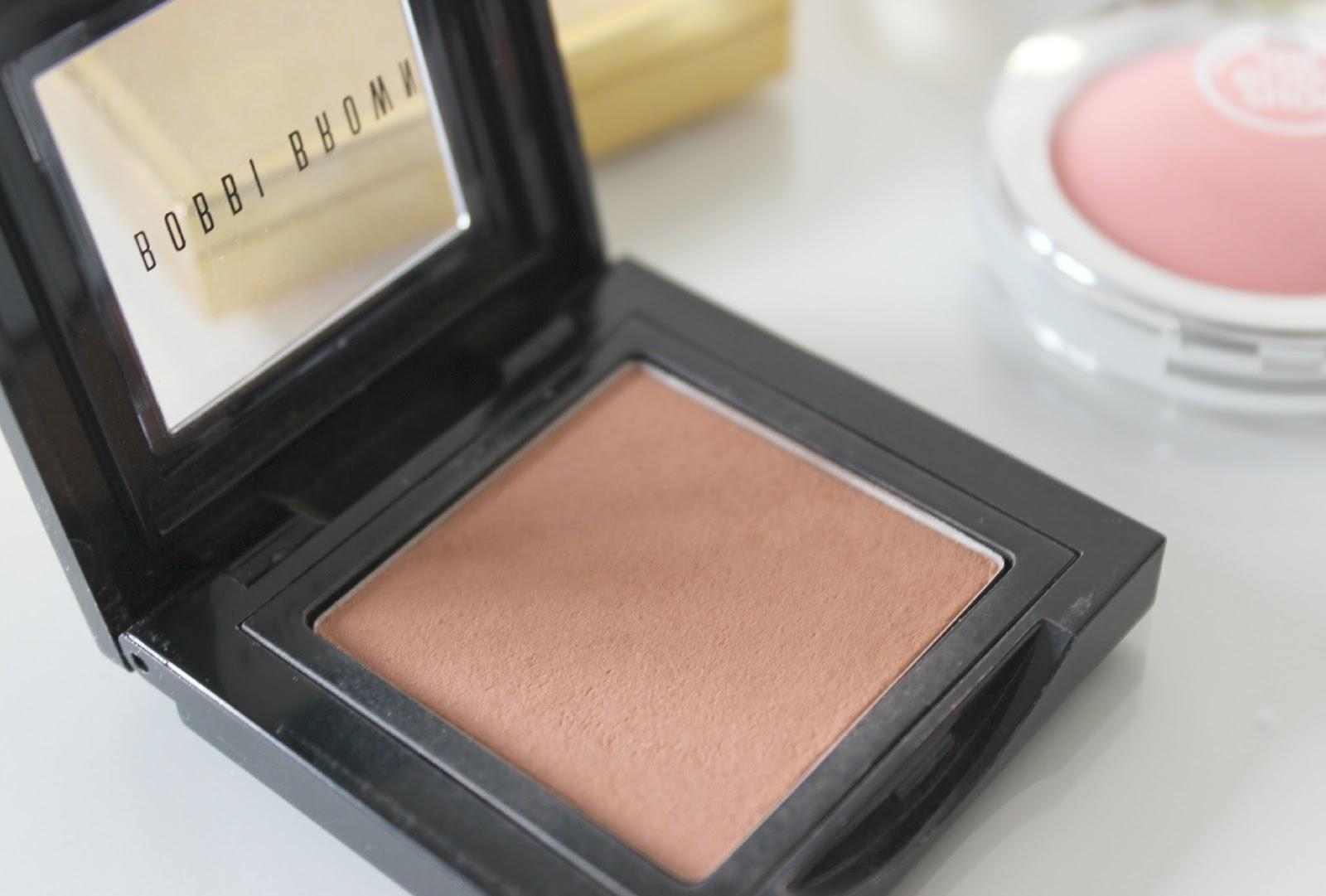 A picture of Bobbi Brown Almond Powder Blush