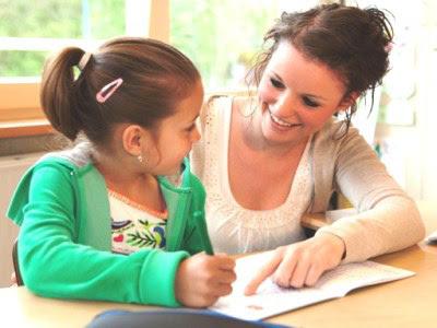 Ilustrasi mengajari anak belajar