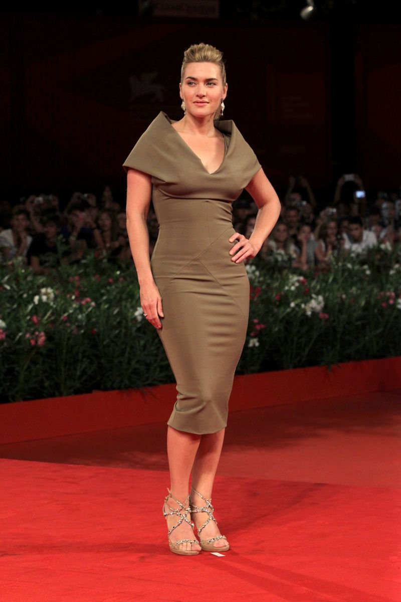 Kate Winslet Wearing Another Skin Tight Dress At Mildred -9039