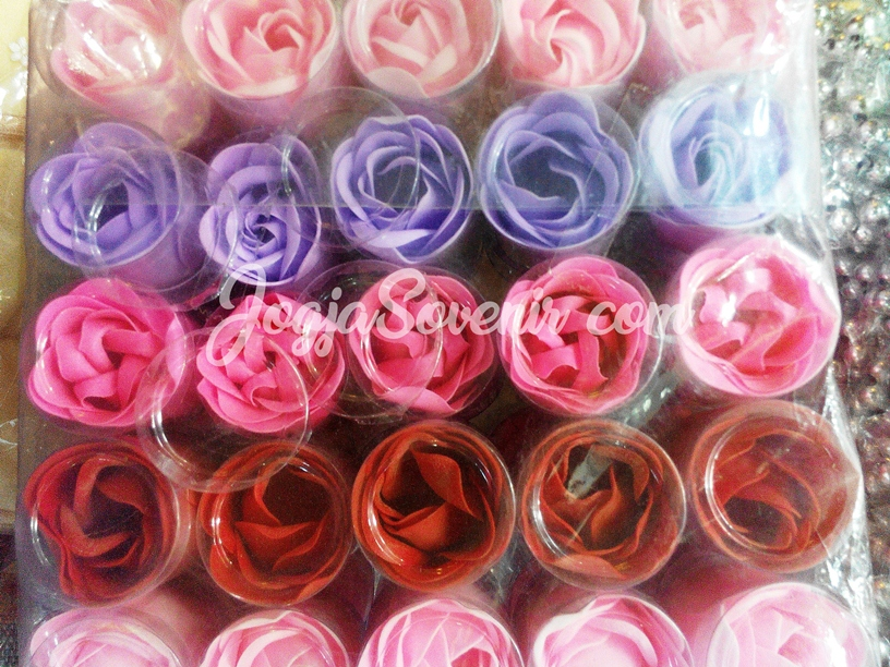 Souvenir pernikahan sabun bunga mawar murah