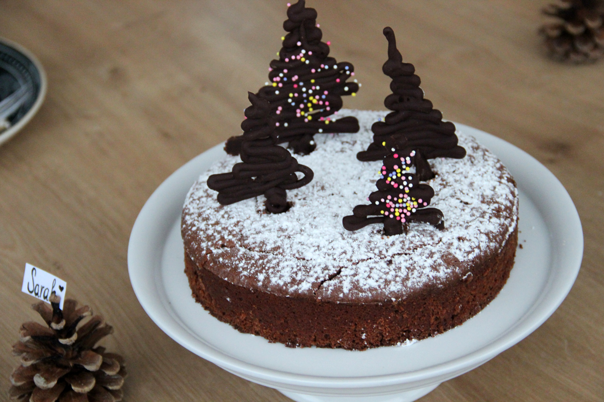 weihnachtlicher schokoladenkuchen gewinnspiel. Black Bedroom Furniture Sets. Home Design Ideas