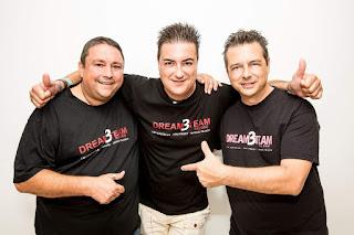 Trío de noventeros con sus camisetas negras Dream- 3 - Team