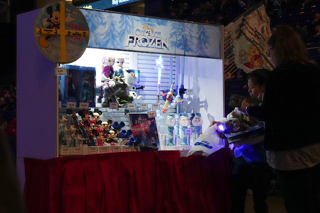 A stall selling various toys and items relating to Frozen