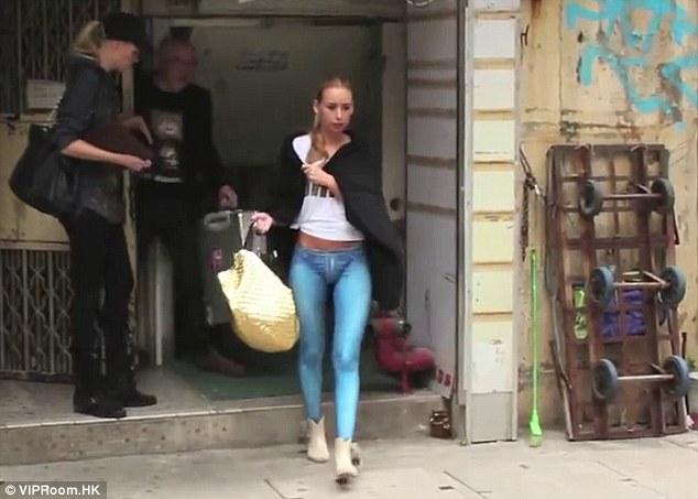 AMAZING STORIES AROUND THE WORLD: Model Walks Around Hong