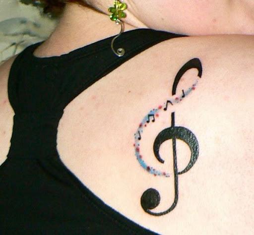 Nota de música Tatuagem na parte de Trás do Ombro