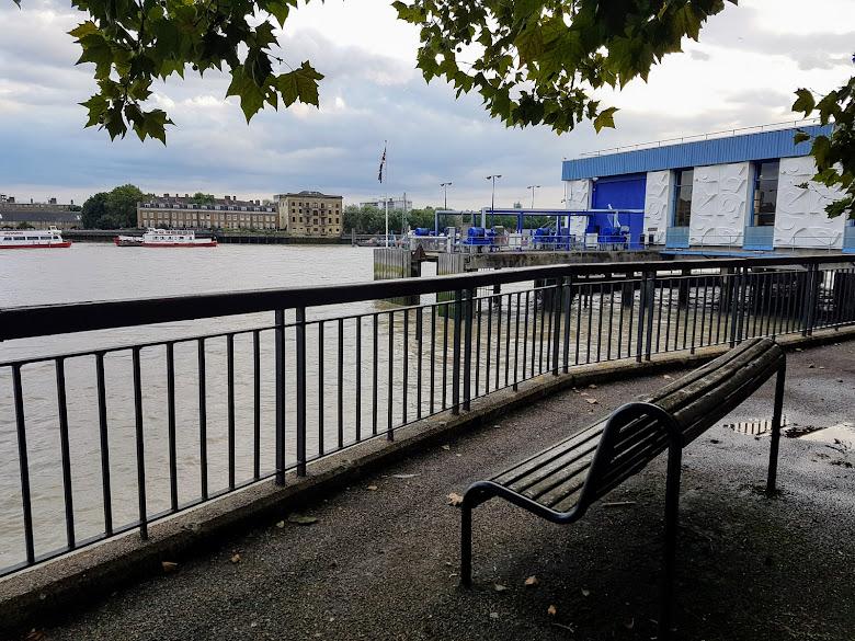 Thames 河岸散步,享受悠閒生活