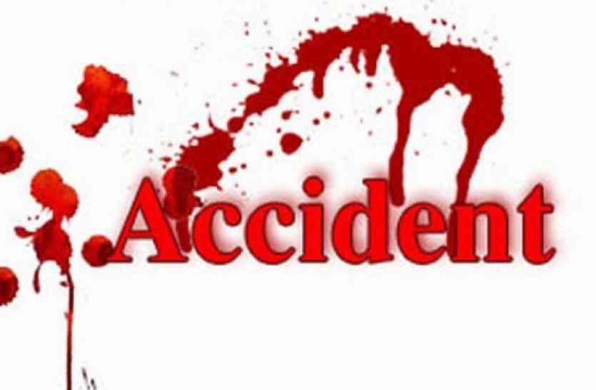 टेम्पो को ट्रक ने पीछे से मारी टक्कर, एक दर्जन जख्मी