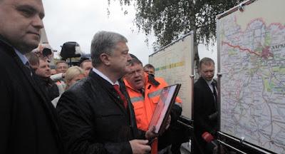 Порошенко открыл отремонтированную дорогу Харьков-Ахтырка