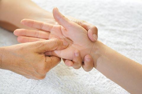 Meredakan Berbagai Penyakit Cuma Dengan Menggosok Jari Tangan