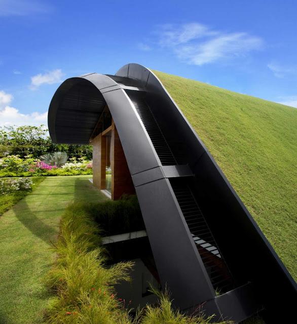 Прекрасный зеленый дом с садом на крыше, Сингапур