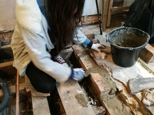 Girl DIY bricklaying
