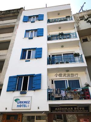 Urkmez Hotel外觀,藍白色房子