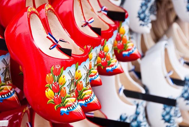 Kalverstraat and Vlooienmarkt: Shop 'til you Drop