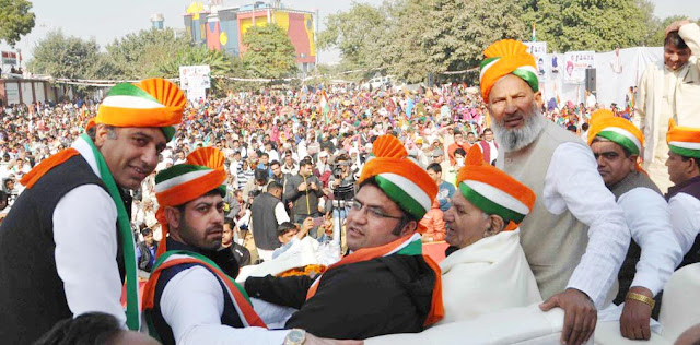 Umde mass group welcomed Ashok Tanwar in an alternative rally organized by Congress leader Vikas Chaudhary