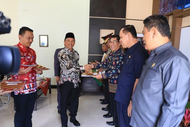 Hi. Parosil Serahkan DIPA 2018 Sebesar Rp138,8 M