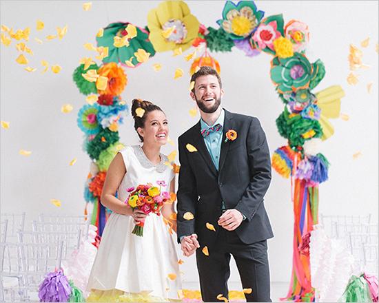 una boda con mucho color y juvenil