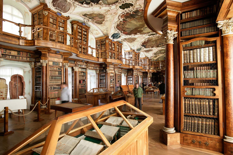 по-разному картинка первой библиотеки в мире места удобнее