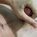 VÍDEO: Branquinho batendo uma na cama e jorrando porra no corpo e na cara