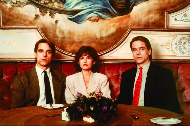 Jeremy Irons, Geneviève Bujold - Dead Ringers (1988)