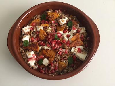 Ensalada de quinoa con granada y calabaza