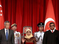 Ribuan Warga Singapura Menentang Cara Terpilihnya Presiden Muslimah