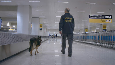 """Cena da produção local """"Aeroporto: Áre Restrita"""" - Divulgação"""