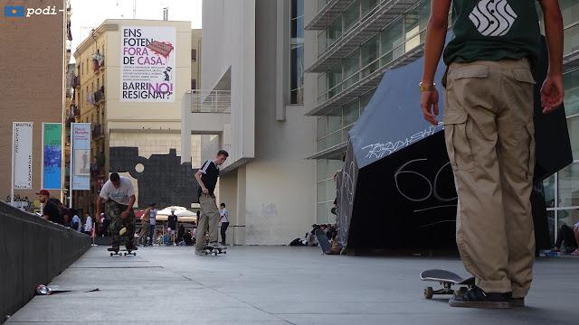 raval, zona de monopatines, macba - skateboarding