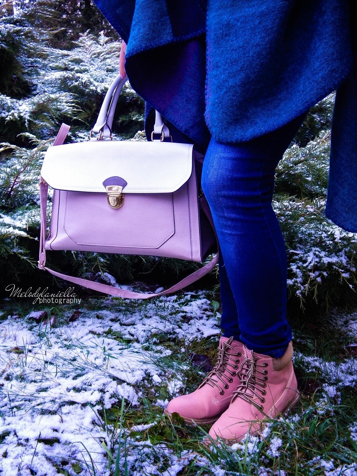 pudrowe love stylizacje z pudrowo różowymi dodatkami różowe trapery renee pudrowa torebka deichmann stylowe poncho na jesien i zimę dresslily melodylaniella