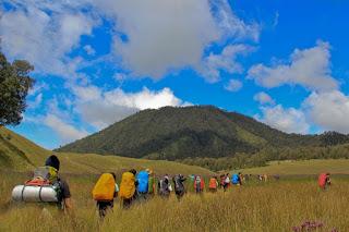Paket Wisata Trekking Gunung Semeru 3 Hari 2 Malam