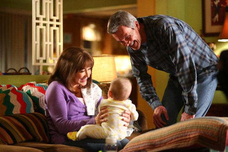 The Middle - Episode 8.13 - Ovary and Out - Promotional Photos & Press Release