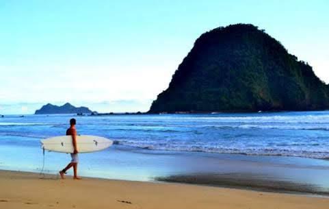 Pantai Plengkung Wahana Surfing Dunia