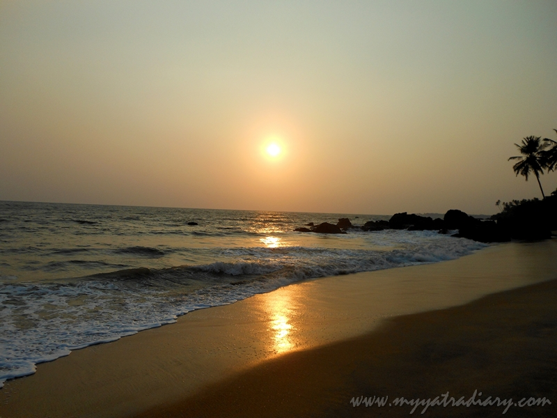 Magnificient sunset at Thotadda beach in Kannur.