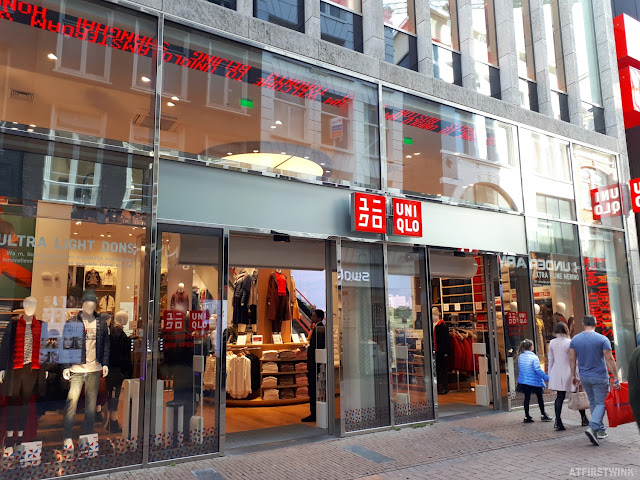 Uniqlo stor Amsterdam Netherlands Kalverstraat 11 entrance