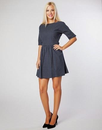 9d8acbb3dbb Φόρεμα mini, πουά, κοντομάνικο με ζώνη κορδέλα, ανοιχτή λαιμόκοψη και  κλείσιμο με φερμουάρ στην πλάτη. COTTON 100%.