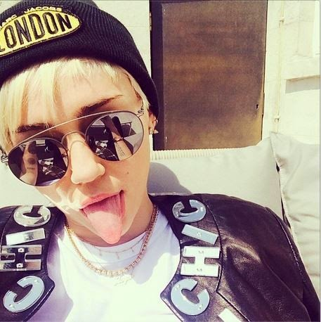 Miley Cyrus wears look in hip hop style