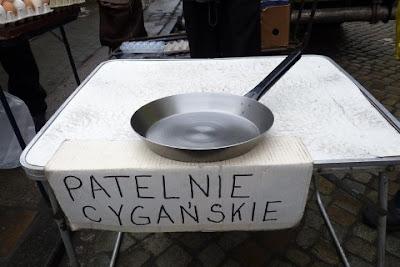 http://wielkopolskie.naszemiasto.pl/artykul/cyganskie-patelnie-robia-furore-na-rynku-jezyckim,1735781,artgal,t,id,tm.html