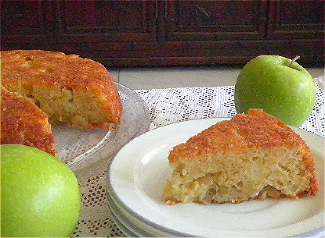 Fresh Apple Cake Recipe @ http://treatntrick.blogspot.com