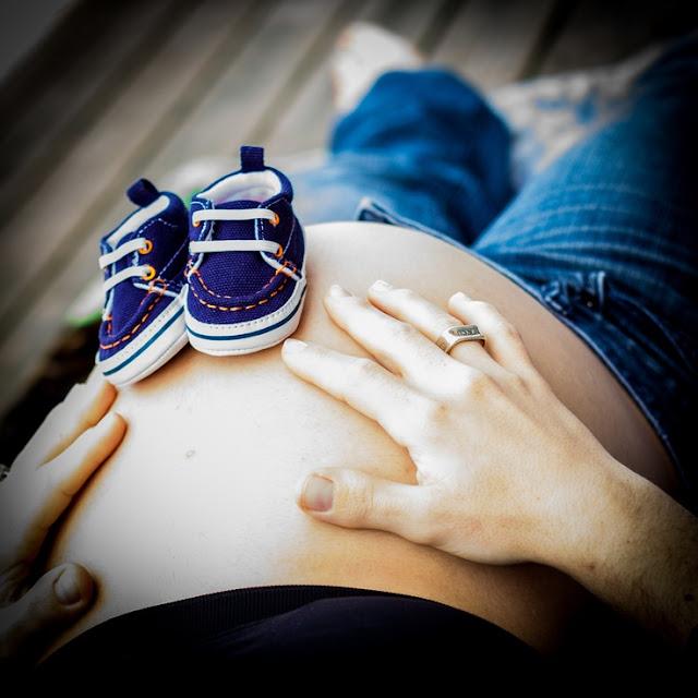 Fotos de grávidas com o sapatinho do bebê