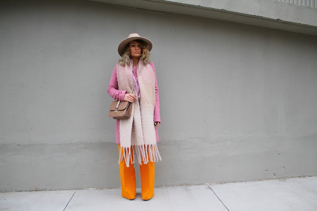 pink coat, what to wear with pink, what colour goes with mustard yellow, spring colours, wide leg trousers, spring outfit, pink and yellow color combo, color pairing with pink, toronto streetstyle, toronto style, toronto fashion blogger, designer bag, valentino rockstud bag, how to wear socks and sandals
