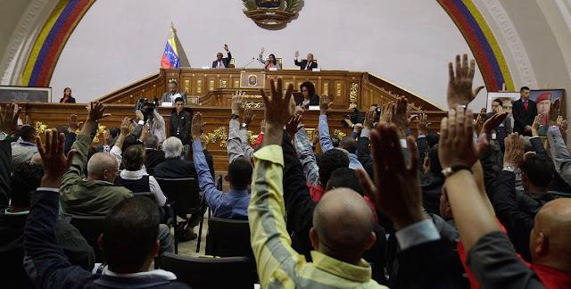 """¿La constituyente se está """"comiendo la luz""""?: La opinión de los juristas está dividida"""