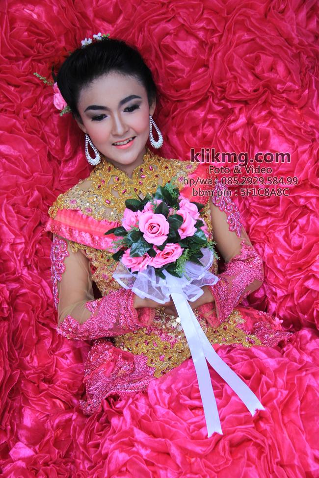 Make Up Minimalis Beralutkan Busana Pink Oleh SUS Wedding Rias Pengantin Purwokerto | Foto oleh KLIKMG.COM - Fotografer Pengantin Purwokerto