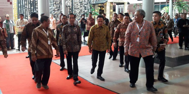 Jokowi: Rp 6 Triliun hanya buat Ubah KTP dari Kertas Jadi Berplastik