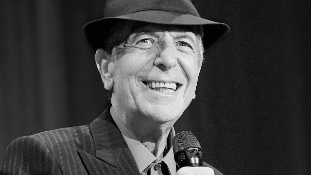 La poésie et les chansons de Leonard Cohen ont influencé de nombreux auteurs-compositeurs-interprètes et on compte plus de 1 500 reprises de ses chansons2. Cohen est introduit au Panthéon de la musique canadienne en 1991, au Panthéon des Auteurs et Compositeurs canadiens en 2006, au Rock and Roll Hall of Fame en 2008. Il est un Compagnon de l'Ordre du Canada (CC) depuis 2003 et Grand Officier de l'Ordre national du Québec (GOQ) depuis 2008, les plus hautes distinctions décernées respectivement par le gouvernement du Canada et le gouvernement du Québec