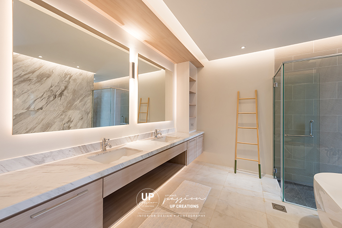 ss1 bungalow master bathroom in marble highlight wall for bathtub, marble vanity top, wall light and ceiling covelight