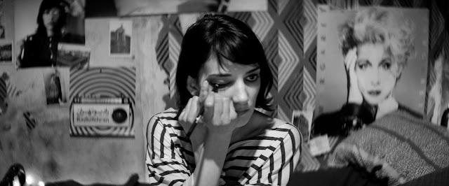 der cineast Filmblog Das Mädchen macht sich ausgehfertig